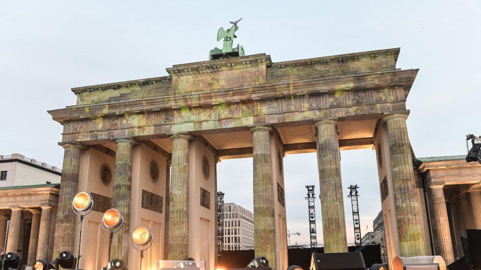 Celebrate at the gate - Brandenburger Tor bei Tag