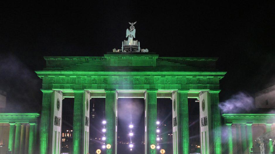Celebrate at the gate - Brandenburger Tor grün